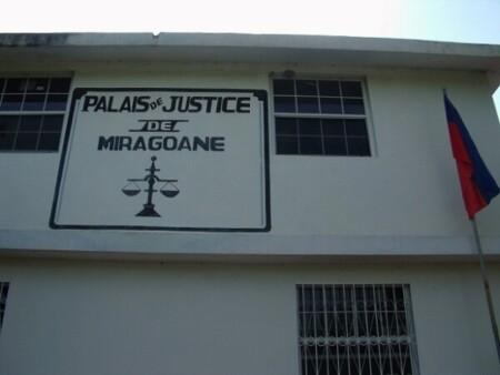 Miragoâne (Nippes) : 2e interruption de la prestation de serment d'un substitut du commissaire du gouvernement