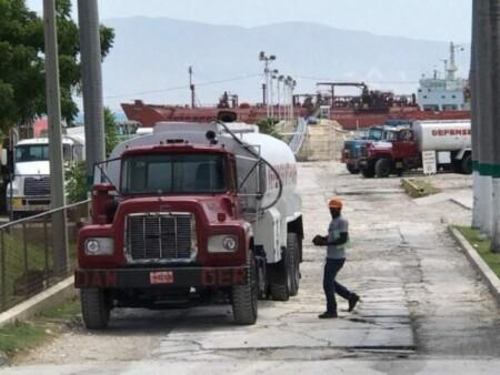 Port-au-Prince : 2 camion-citernes transportant du carburant détournés à Martissant