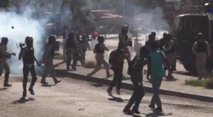 """Le Président Jovenel Moïse déclaré """"persona non grata"""" devant l'ambassade américaine à Port-au-Prince"""