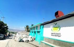 Delmas : incendie d'une usine de recyclage de matières plastiques à Cité Militaire 1