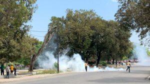 Port-au-Prince : gaz lacrymogène, jets de pierres et pneus enflammés au Champ de mars