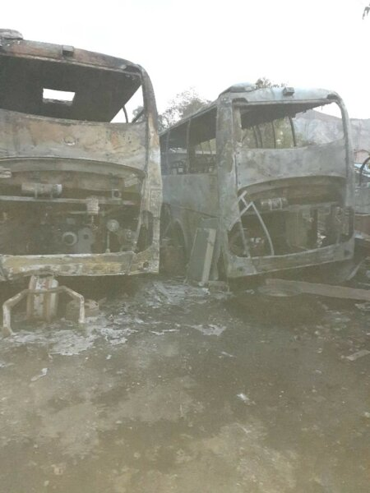 """Gonaïves (Artibonite) : environ 7 autobus incendiés au garage de la compagnie de transport appelé """"Le Transporteur"""""""