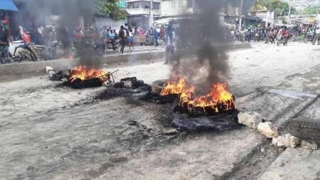 Port-au-Prince : vive protestation à Martissant, au lendemain de l'attaque armée contre un autobus de transport en commun